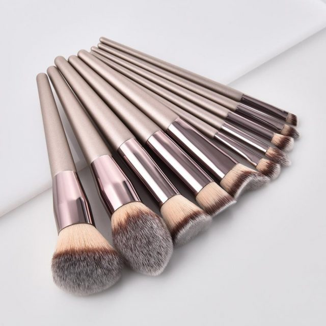 Synthetic Wooden Handle Makeup Brushes