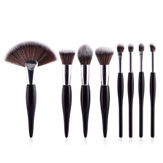 8 Piece Soft Synthetic Wooden Handle Brush Set